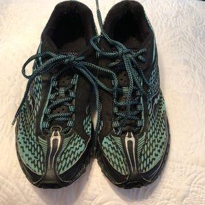 Saucony women s athletic shoes, size 10